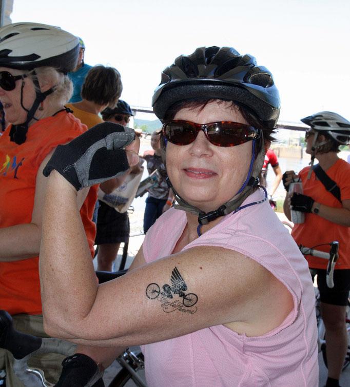 De Ann sporting the cool tat.