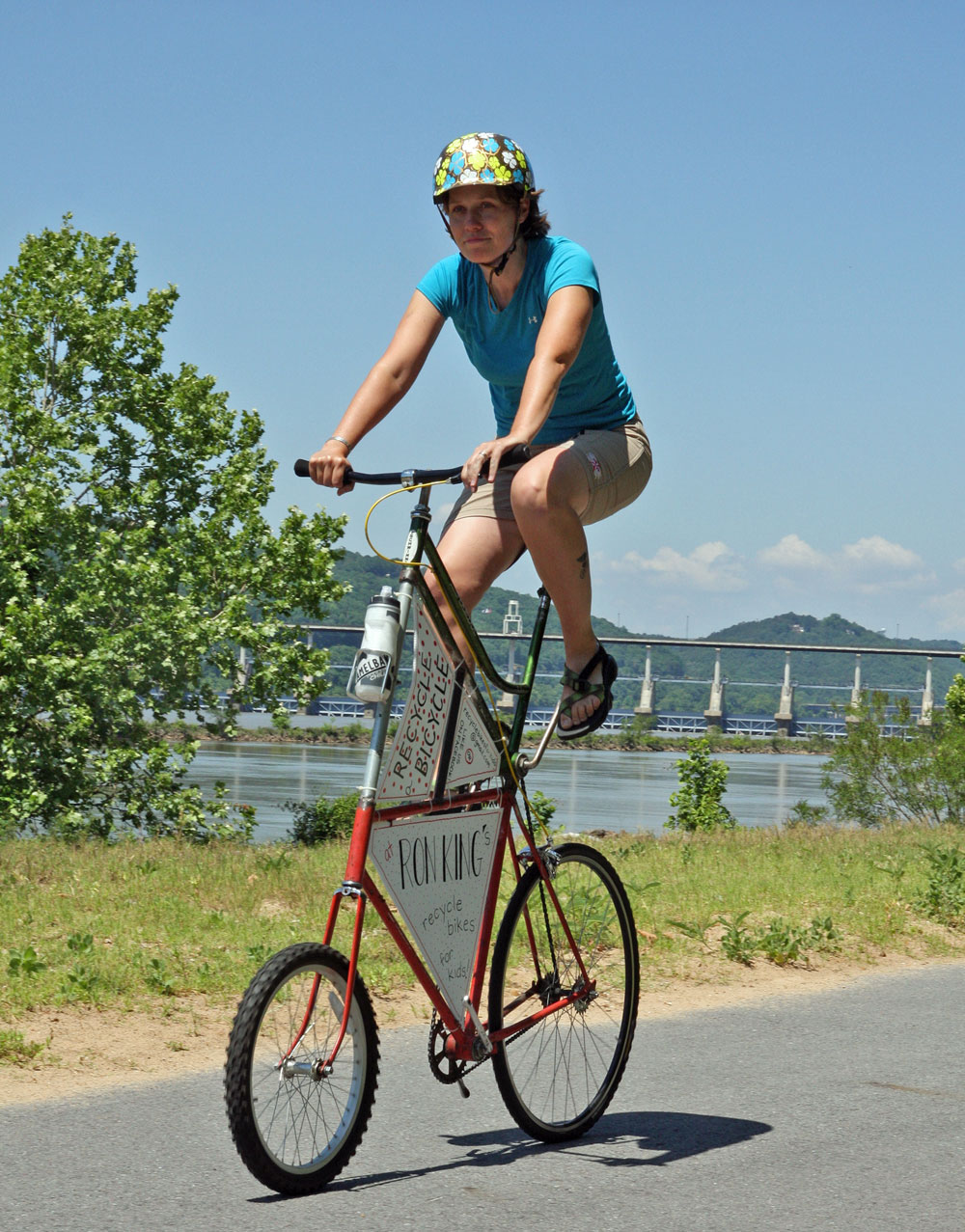 How do you use the Arkansas River Trail?