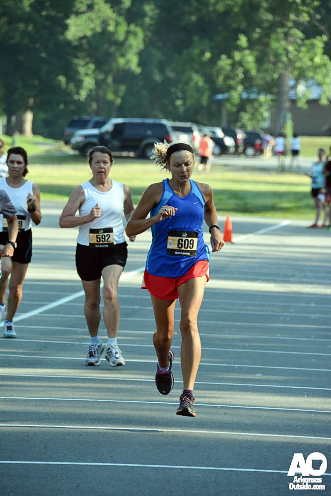 40+ women sprinting toward the finish line.