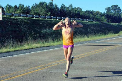 Leah Thorvilson and her unique running style.