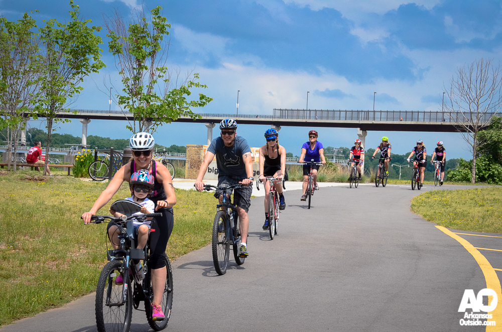 One of the three road groups (along with a couple of manbassadors) near the Big Dam Bridge.