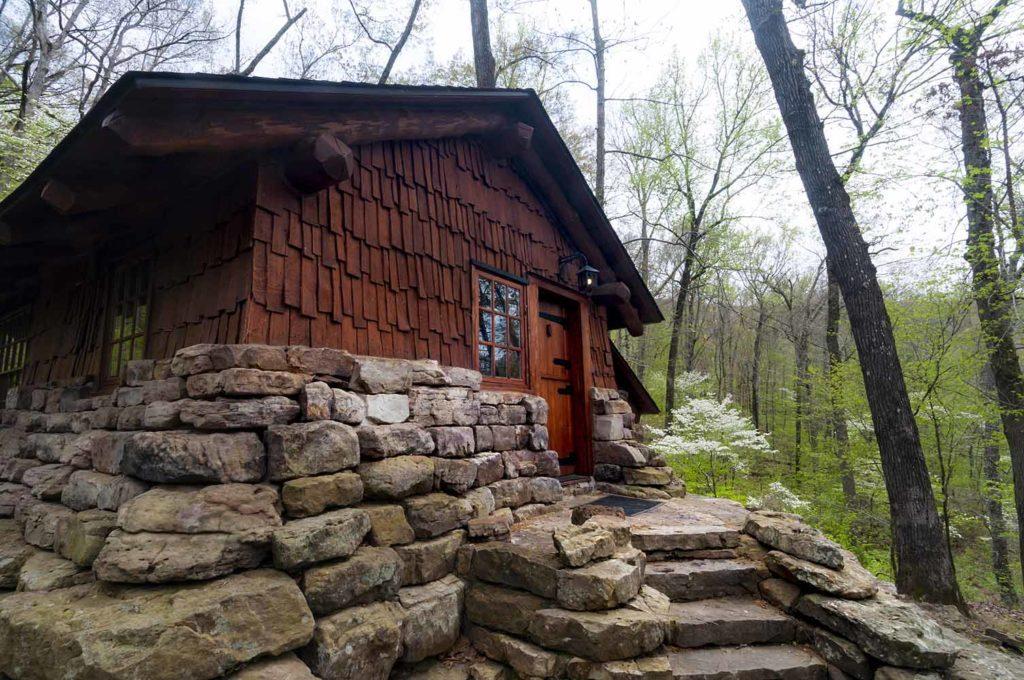 Cabin at Devil's Den State Park
